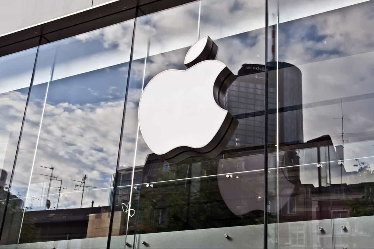 Apple makes cybercrime risks argument to keep control of all iOS apps